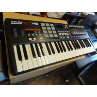 High-quality 49-key semi-weighted keyboard with aftertouch and 12 genuine MPC drum pads. 48 total pads are accessible via 4 pad banks. The pads feature the heart and soul of hip hop&mdash;the MPC Note Repeat and MPC Swing. The MPK49 even has a built-in arpeggiator for creating quick, creative riffs in seconds.<br />