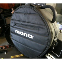 <p>High quality padded snare drum case in excellent condition.</p>